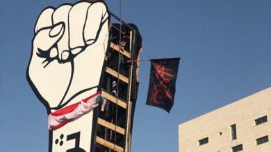 """صورة """"راية الحسين"""" على قبضة الثورة.. ما هي الرسالة؟"""